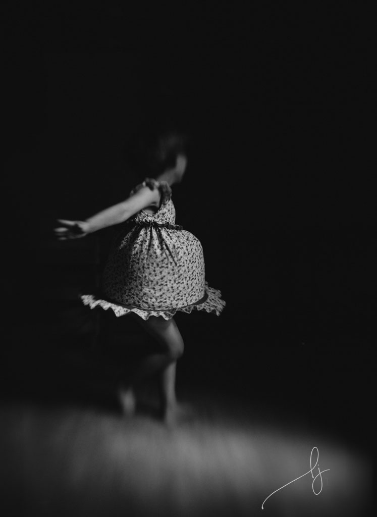 documentary-photo-of-child-twirling-in-dress-by-colorado-child-photographer-lily-jean-photography