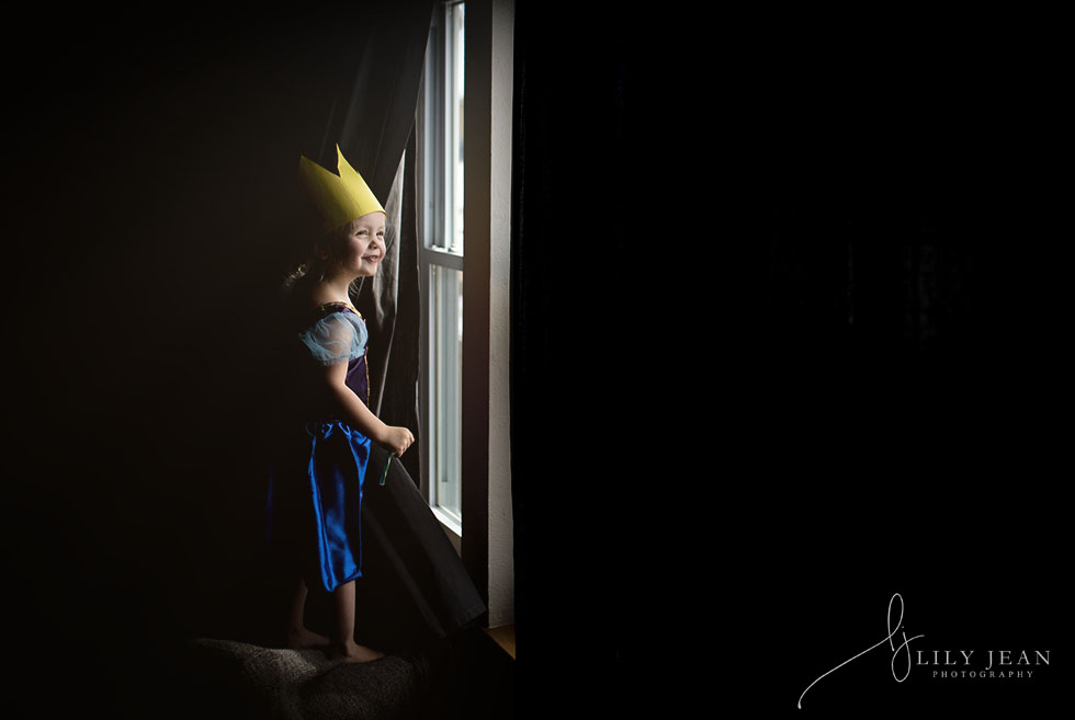documentary-photo-of-toddler-playing-dress-up-by-colorado-child-photographer-lily-jean-photography
