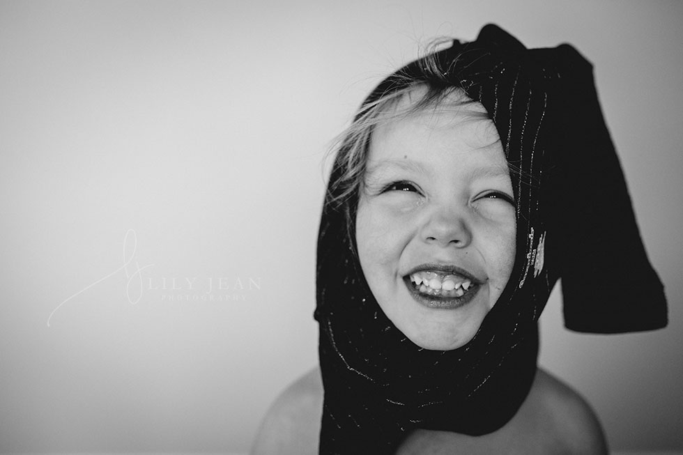 documentary-photo-of-toddler-putting-on-shirt-by-colorado-child-photographer-lily-jean-photography