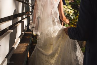 alice-che-photography-san-francisco-wedding-photographer-holding-her-dress