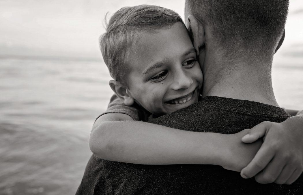 father-son-hugging-tear-fixes-allison-gipson-photography-hawaii-photographer