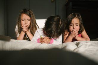 Mae Burke Motherhood Photographer Everyday Moments of Daughters-1-blog