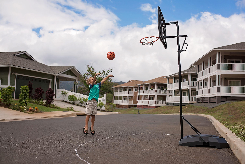 little-boy-shoot-hoops-dribble-basketball-outside-hawaii-photographer-allison-gipson