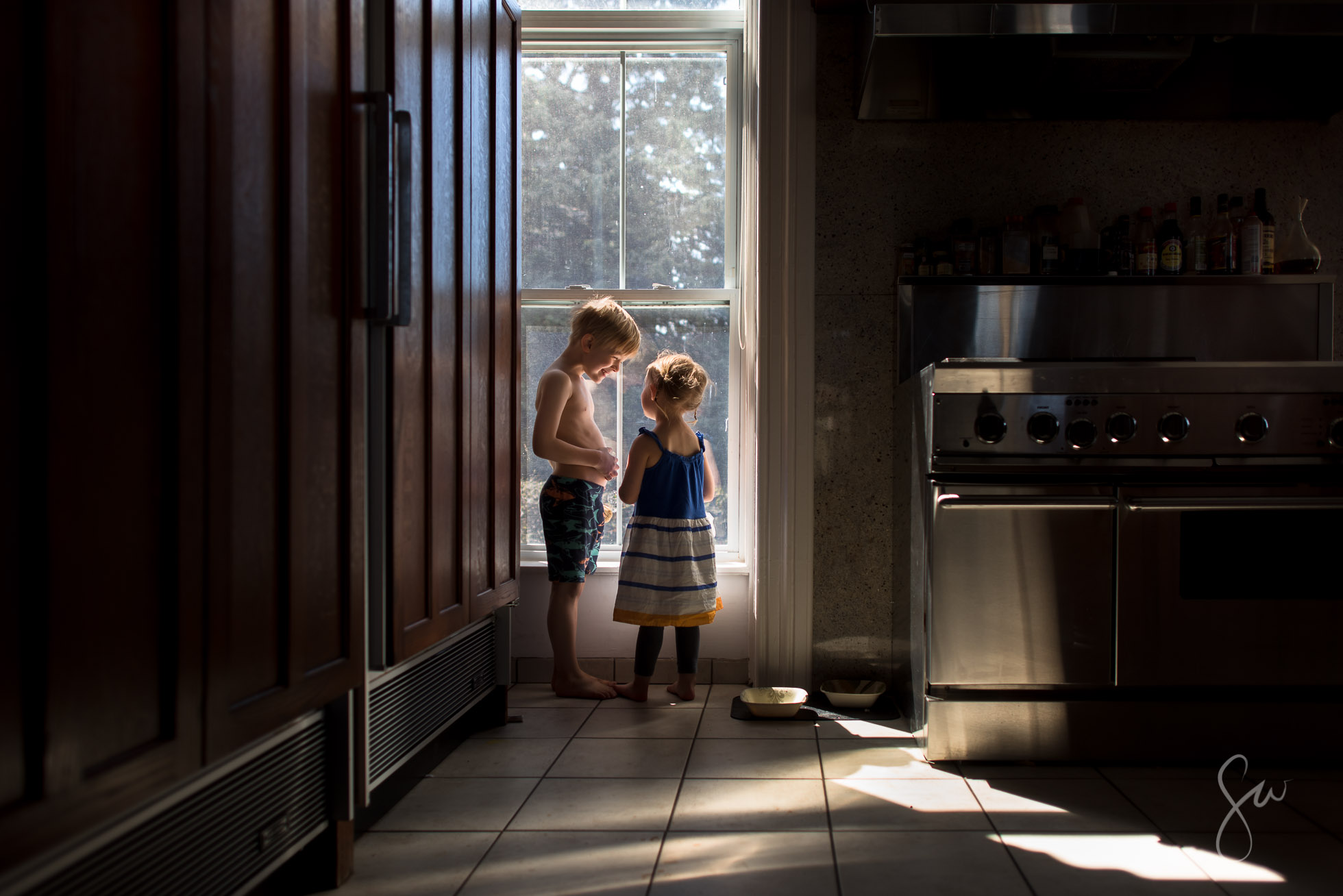 Everyday-Life-Natural-Light-Family-and-Home-Photography-of-Brother-and-Sister-by-Photographer-Sarah-Wilkerson-