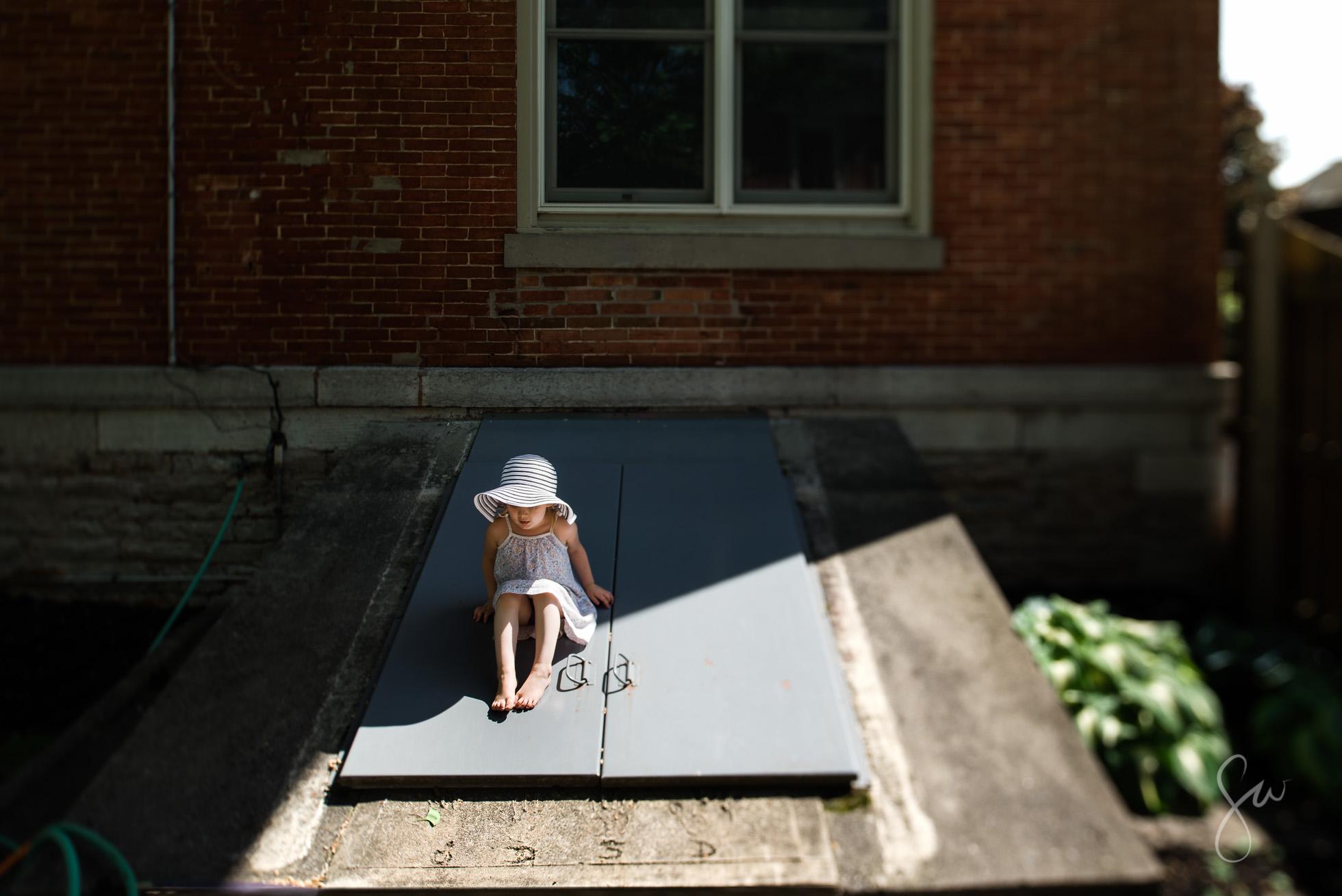 Nikon-24mm-Tilt-Shift-Environmental-Portrait-of-Girl-in-Sunhat-by-Sarah-Wilkerson-