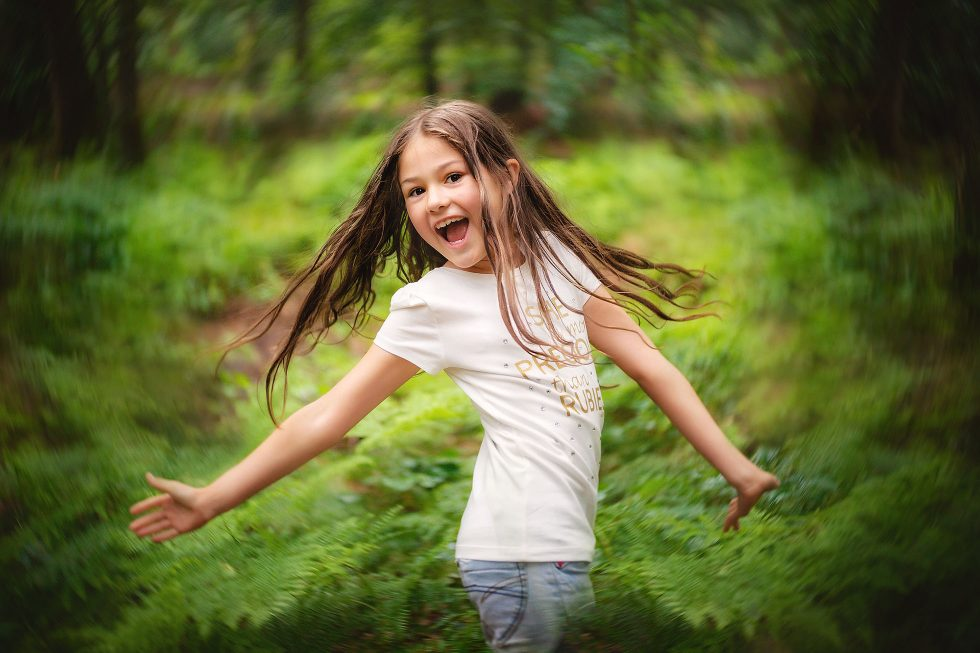 Lensbaby twist image of a happy girl by Willie Kers