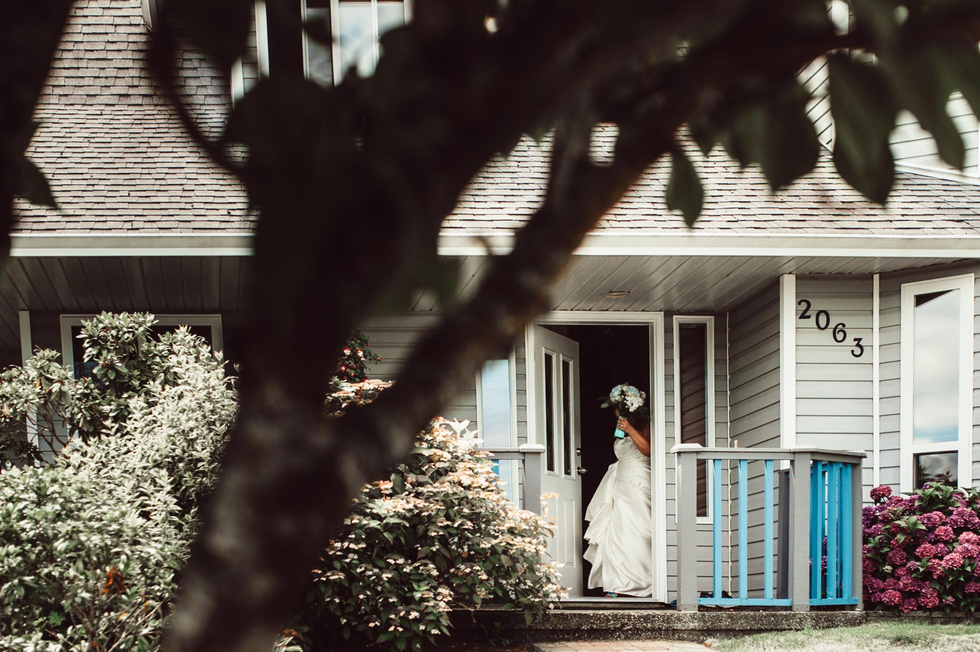 ebony-logins-clickin-moms-daily-project-wedding-victoria-bc-here-comes-the-bride