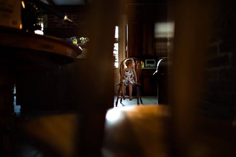 multiple-planes-used-for-compositional-framing-of-environmental-child-portrait-with-backlighting-in-kitchen-by-sarah-wilkerson-9954