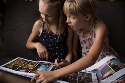 Tween sisters flipping pages of the 100 days of summer photo book