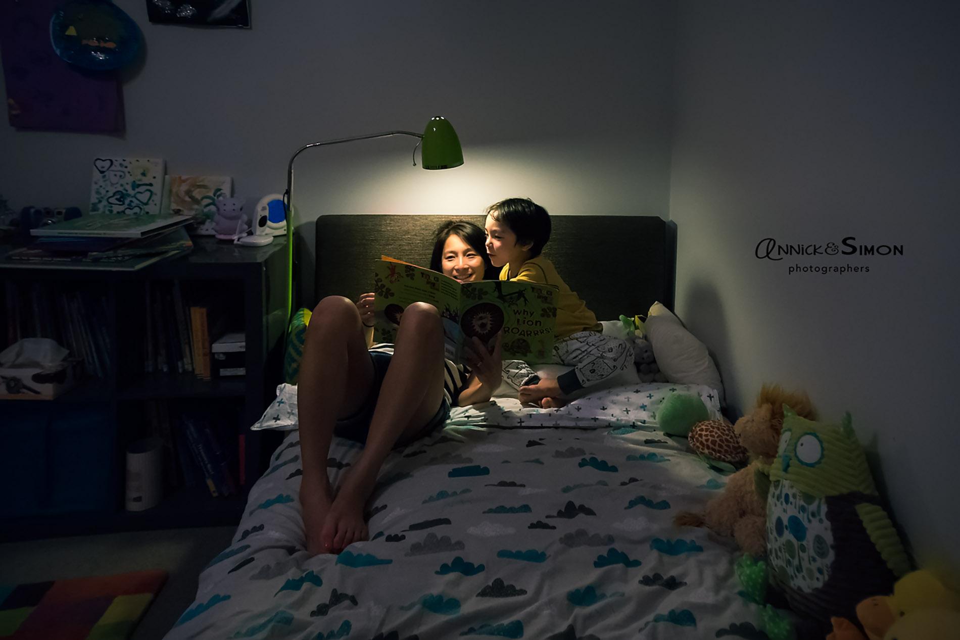 bedtime_routine_mom_son_book_reading_annick_simon_family_documentary_photographers_melbourne_quebec