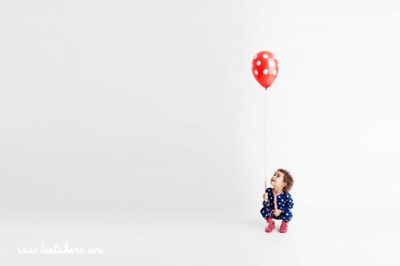 The red polka dot balloon