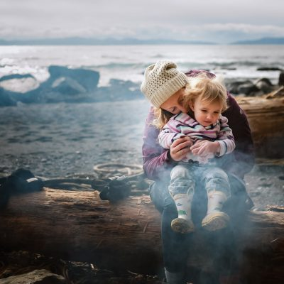 ebony-logins-clickin-moms-daily-project-wedding-victoria-bc-sombio-beach-sooke-campfire-winter-snuggle