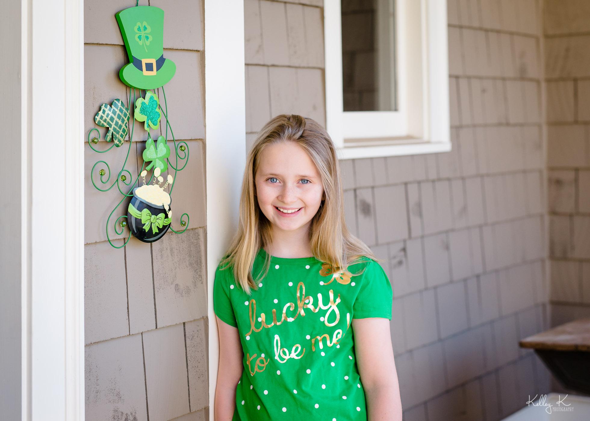girl-green-lucky-StPatricksDay-by-KelleyKPhotography-Smyrna.jpg
