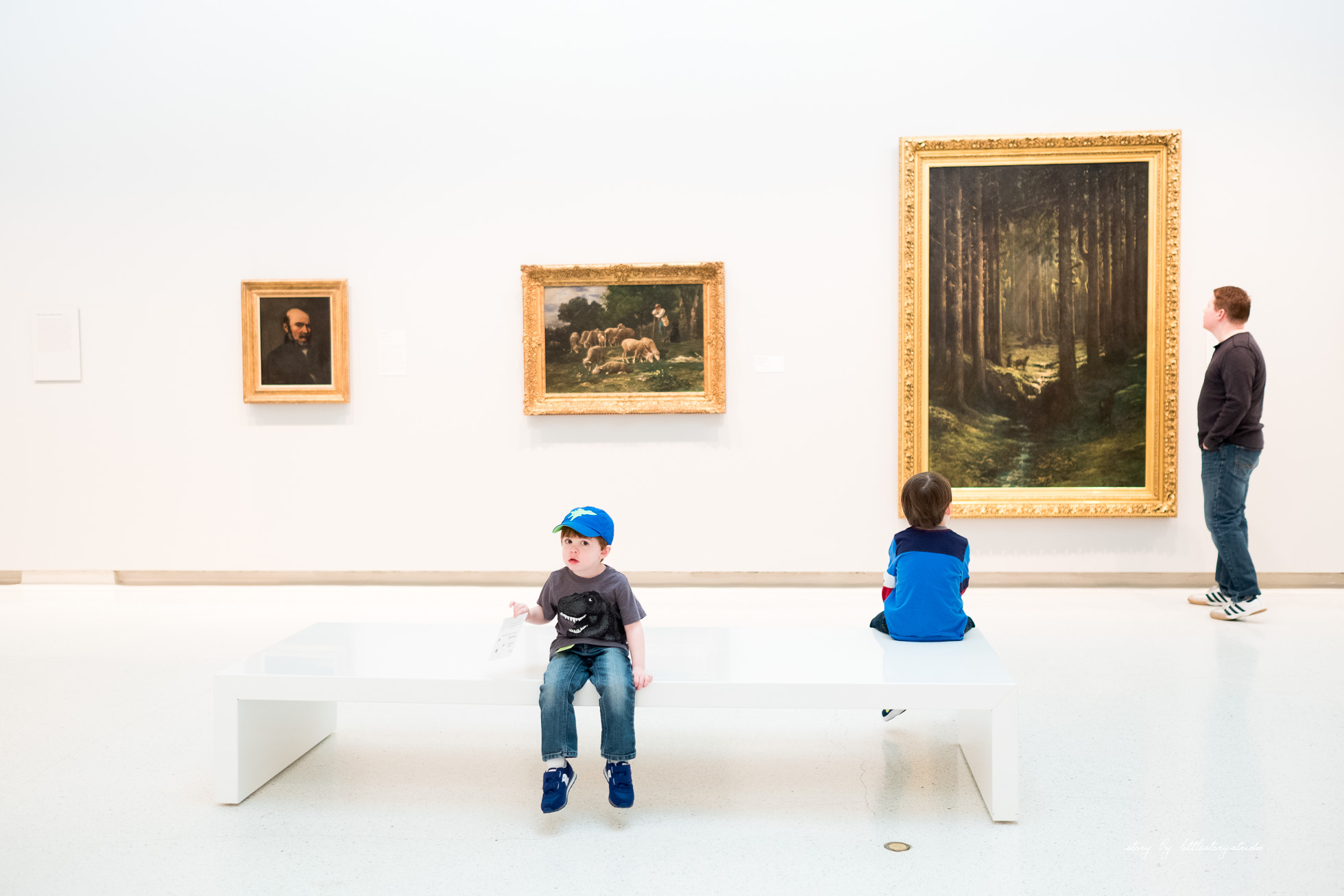 boys-and-dad-looking-at-paintings-at-carnegie-museum-of-art