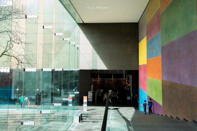 boys-on-steps-inside-carnegie-museum-of-art-in-Pittsburgh