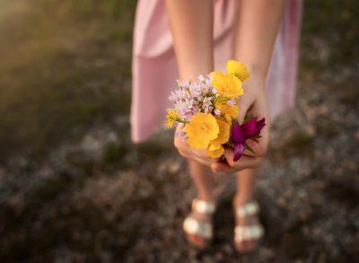 beautiful bouquet flowers child girl edmond ok photographer oklahoma city natural light photographer kate luber photography