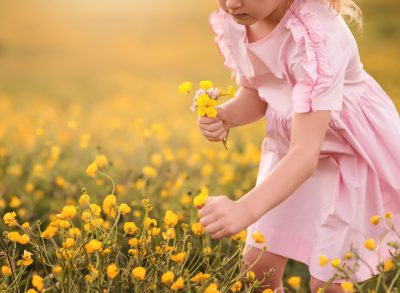 hand picked yellow flowers girl field golden hour backlight canon 135L edmond ok photographer oklahoma city natural light photographer kate luber photography