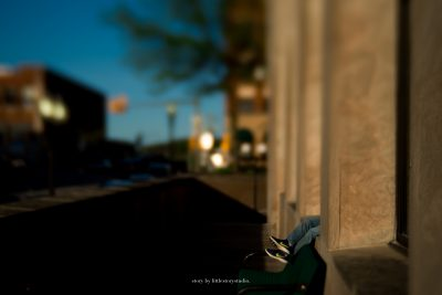 childs-feet-sticking-out-from-greensburg-courthouse