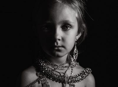 shine bright like a diamond child girl black and white westcott ice light edmond ok photographer oklahoma city photographer kate luber photography