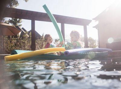 noodle fight girls sisters siblings water pool summer edmond ok photographer oklahoma city natural light photographer kate luber photography