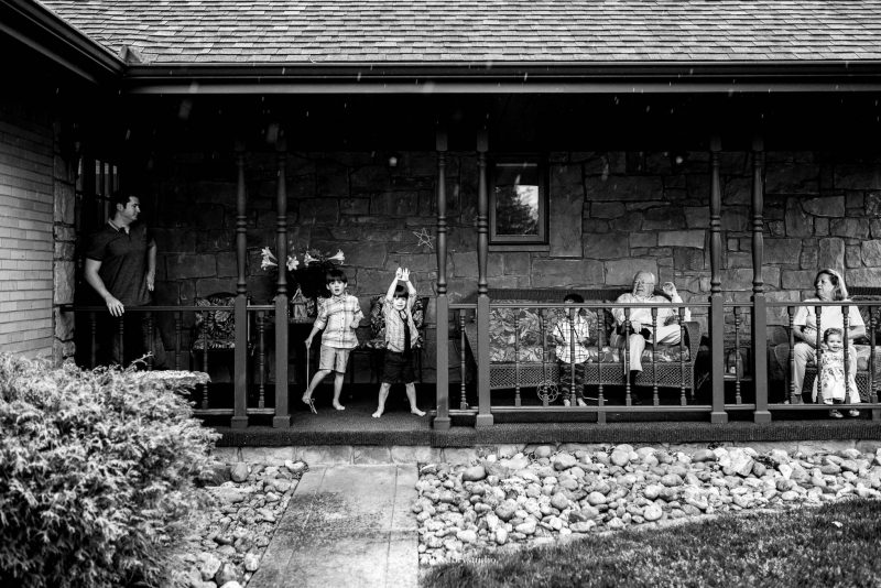pittsburgh-photographer-family-on-porch