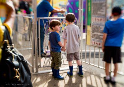 pittsburgh-photographer-boys-waiting-for-amusement-park-ride
