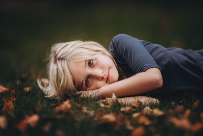 Hello-olivia-long-island-photographer-best-fall-leaves-blonde-girl