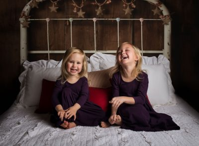 may your days be merry girls sisters in purple dress on bed christmas edmond ok photographer oklahoma city studio photographer kate luber photography