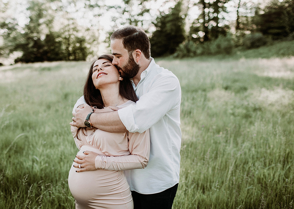 Examples of natural posing for maternity couple that evokes emotion by Cleveland photographer Chelsey Hill Photography
