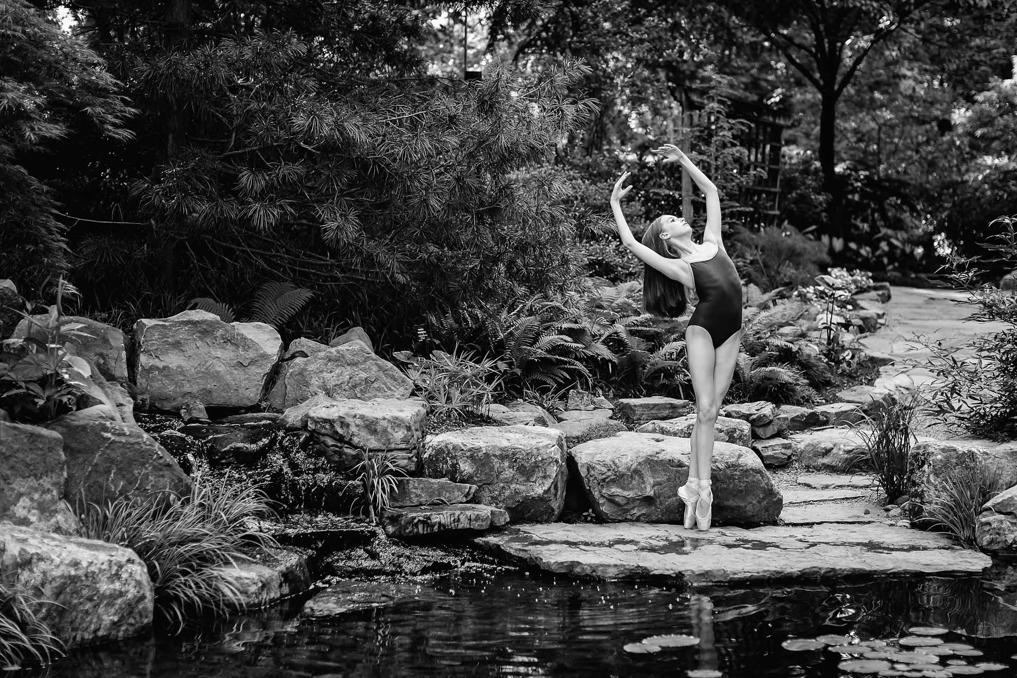 ballerina, ballet photograph, black and white ballet photgraphy