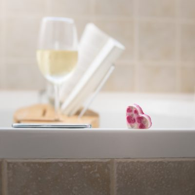 book_wine_bath_bomb_bath_tub_lensbaby_velvet56 | Lush_click-Pro_daily_project_by Eileen Critchley