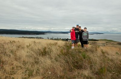 Portrait of Family in San Juan Islands on coastline by Shelly Niehaus Photography