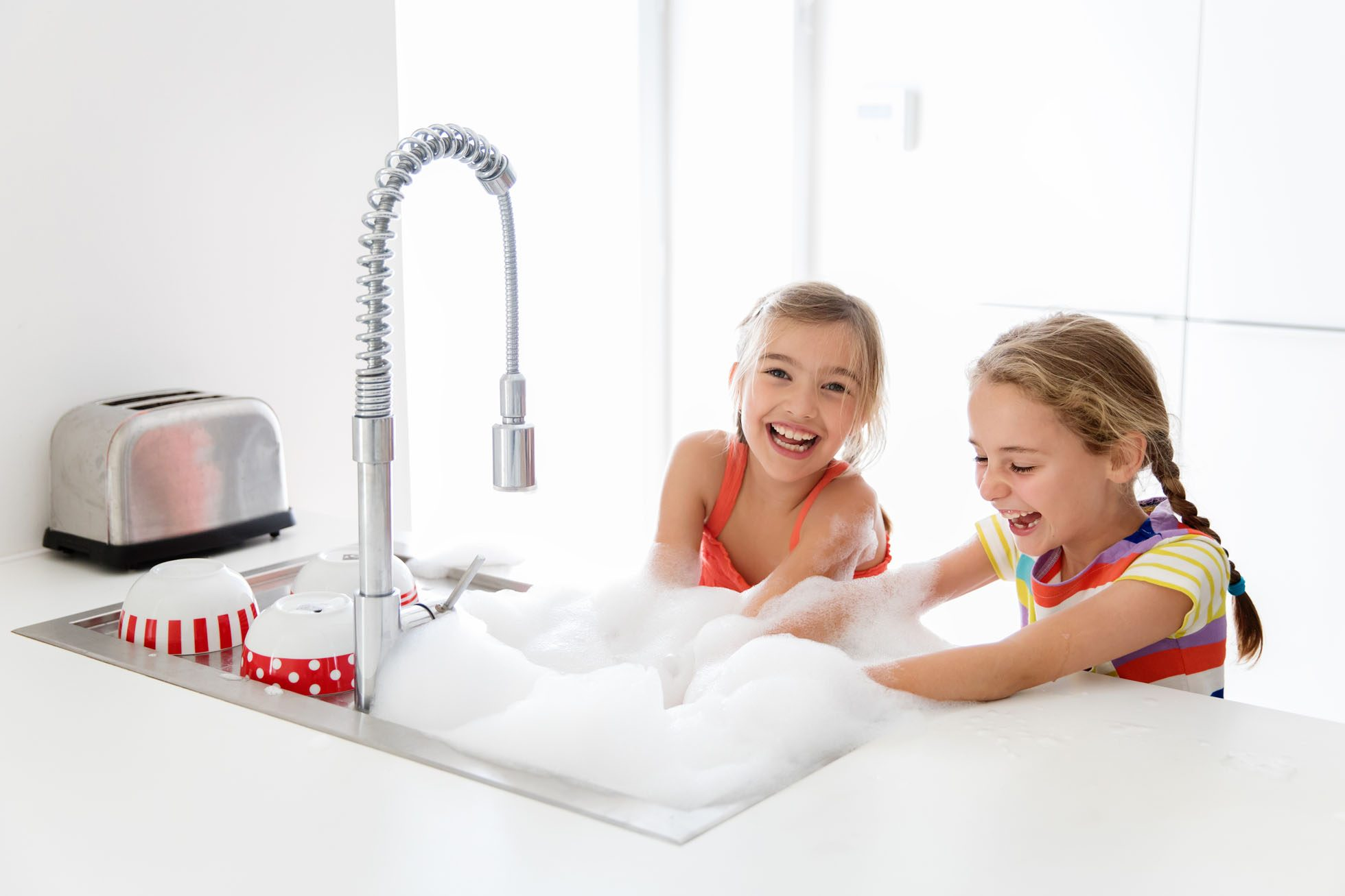 Dishwashing with your bestie