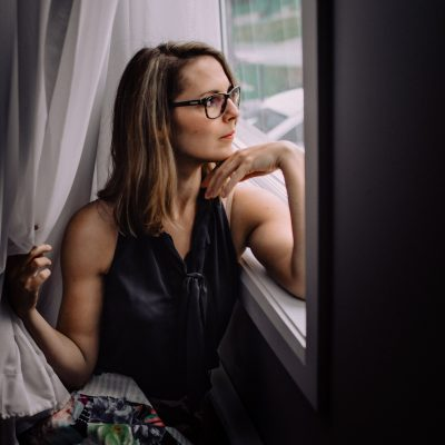 rainy mood window this is me self portrait august challenge click pro 36 years old woman mother photographer annick simon photographes paradis documentaires quebec