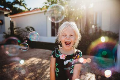 girl-playing-bubbles-backlit-lifestyle-child-photography