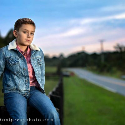 danipress photography danielle lundberg childrens portrait rural rail fence sunset canon ocf maryland lighting
