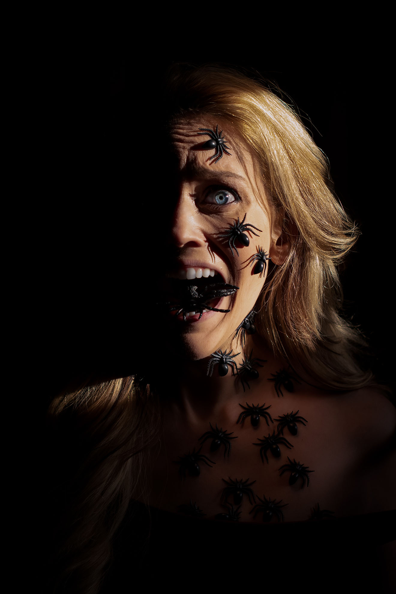 An emotive self portrait of a common nightmare, spiders crawling all over your body. A woman is covered in spiders and screams as one comes out of her mouth.