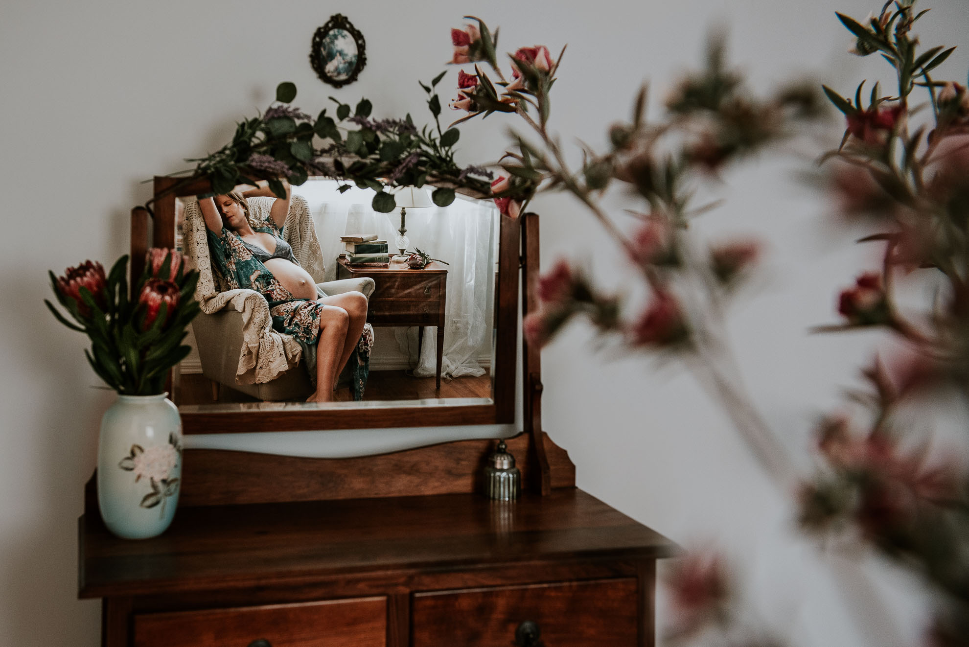 Pregnant-maternity-nursery-flowers-self-portrait