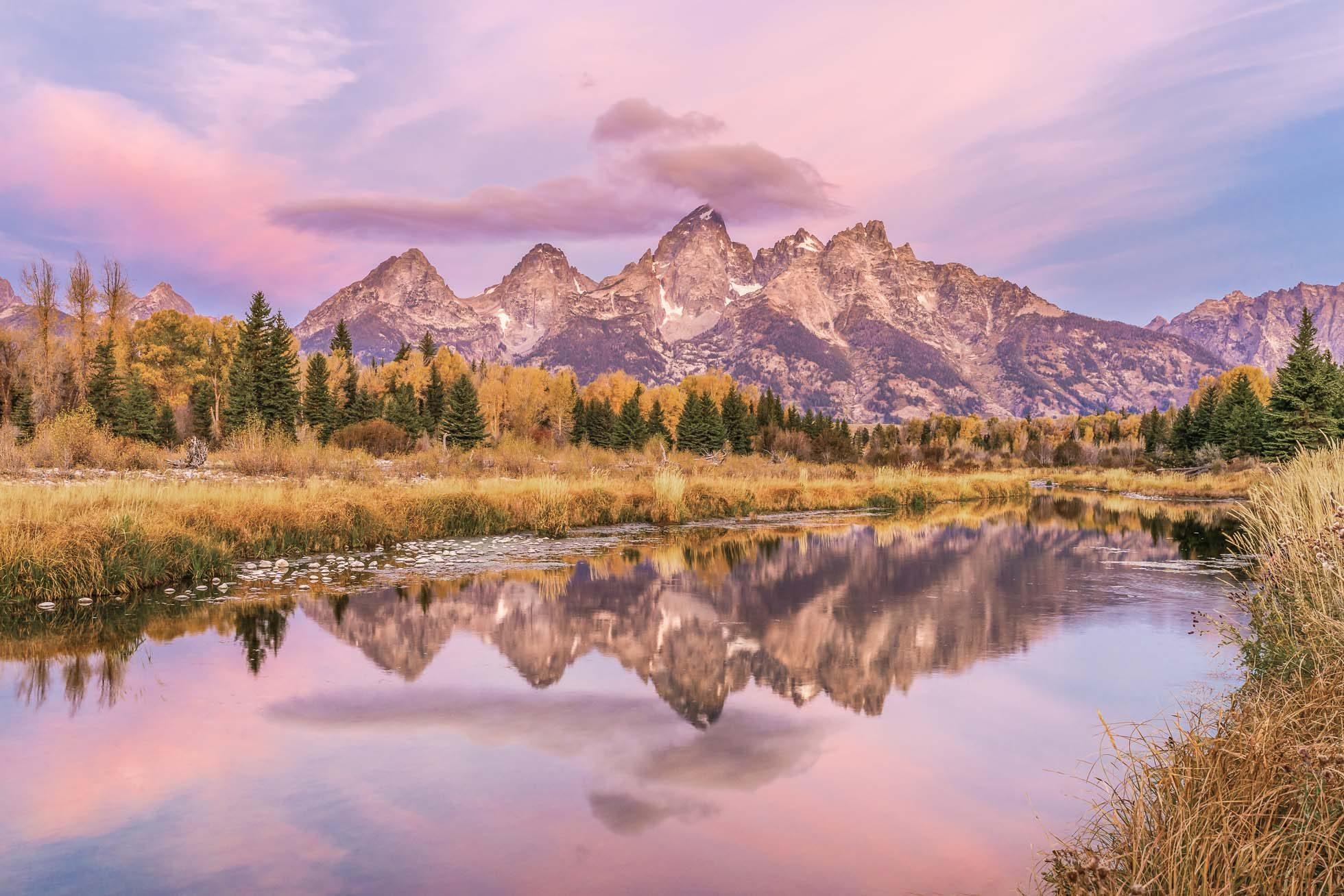 landscape-of-tetons-at-sunrise-reflected-in-snake-river